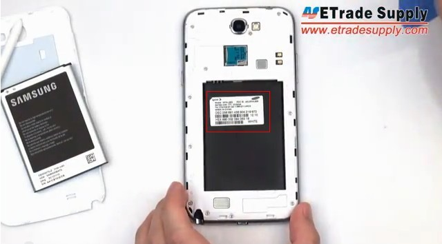 Galaxy Note 2 behind the battery