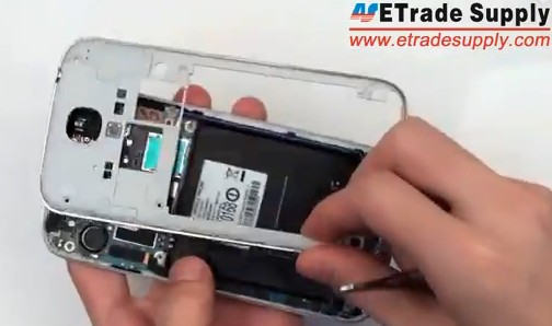 remove the galaxy s4 rear housing