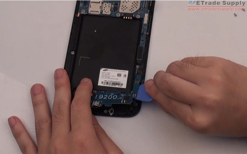 Use opening case to remove the Galaxy Mega 6.3 USB charging port