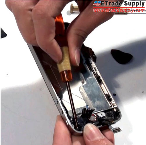 Fasten-the-LCD-assembly