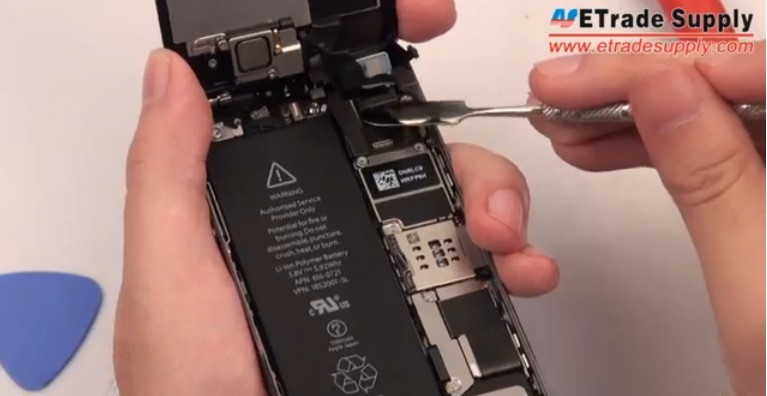 disconnect iPhone 5S lcd screen screws