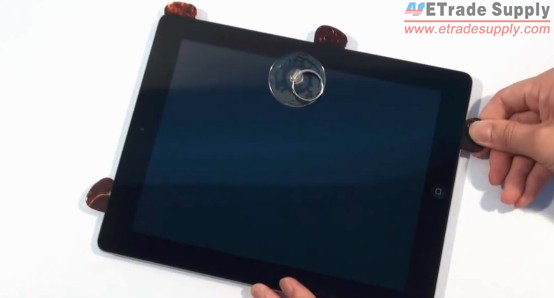 Use safe opening pry tool and sucking disc to release the digitizer.