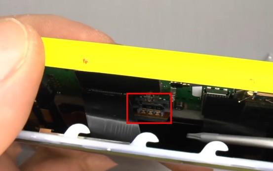 Nokia Lumia 1020 reassembly 16