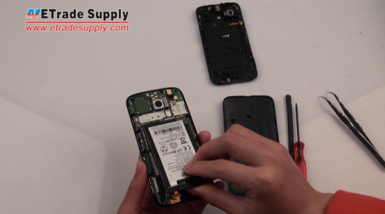 Install the Moto G battery