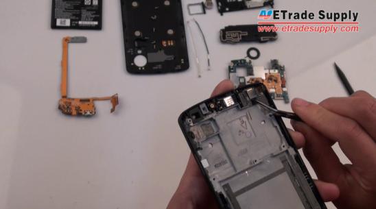 the Nexus 5 1.3Mp front-facing camera