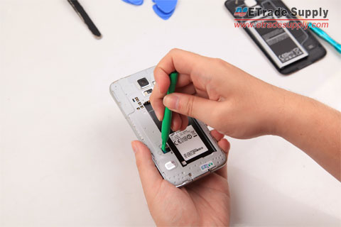 Disconnect-the-Galaxy-S5-home-button-connector