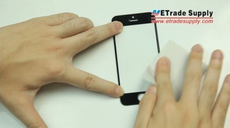 Sweep the iPhone screen surface with the micro fiber cloth