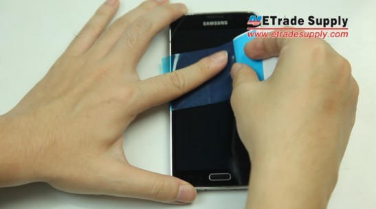 Use the dust-absorption sticker to clean galaxy s5 screen