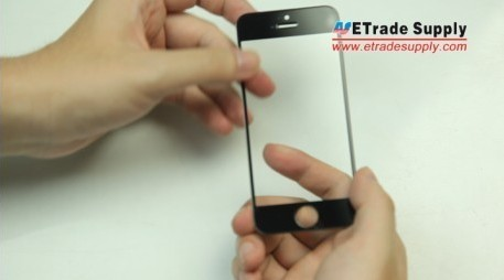 iPhone 5, 5C and 5S screen protector is installed