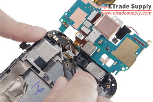peel-off-the-HTC-One-M8-charging-port-PCB-board