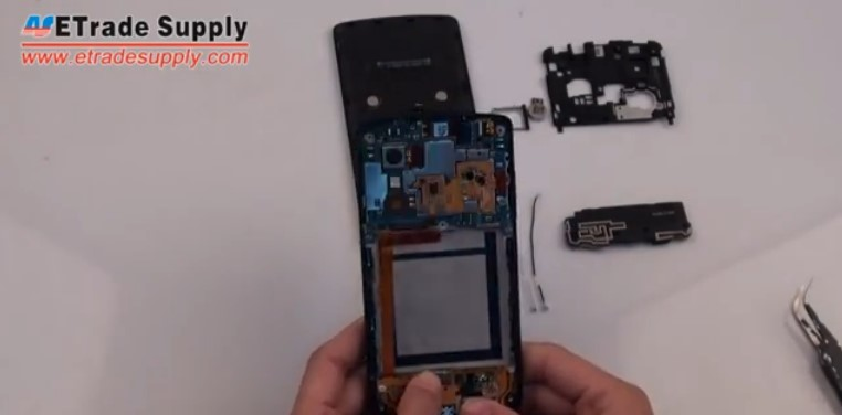 Buckle the connector on Nexus 5 charging port flex cable