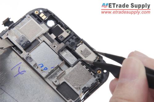 Install-HTC-One-M8-ear-speaker