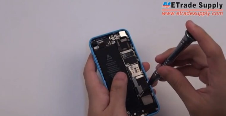 Place the iPhone 5C battery
