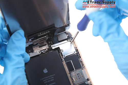 Fasten the metal cover with 5 screws.