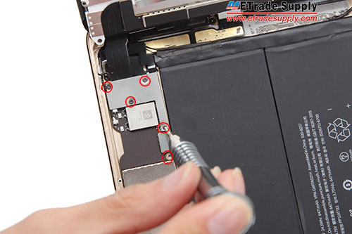 6.Remove 4 screws in the mental bracket and 1 screw in the motherboard.