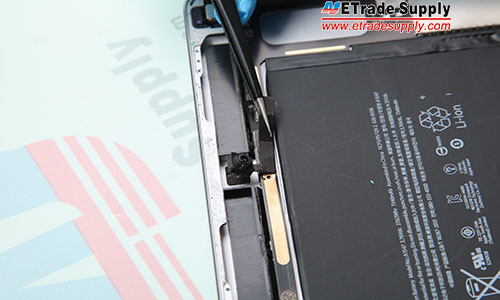 7.Disconnect the front facing camera flex cable and remove the front facing camera