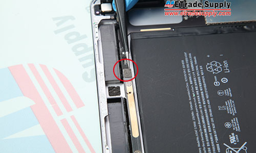 8.Disconnect the headphone jack flex cable