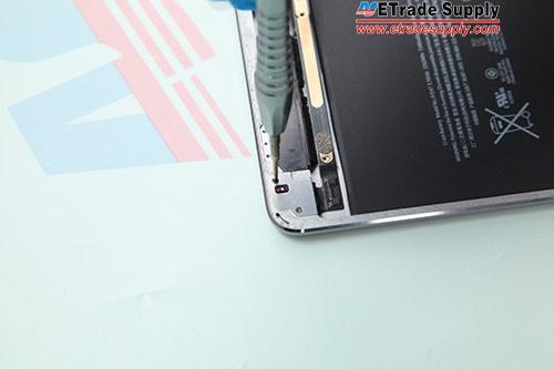 2.Fasten 2 screws in the bracket.