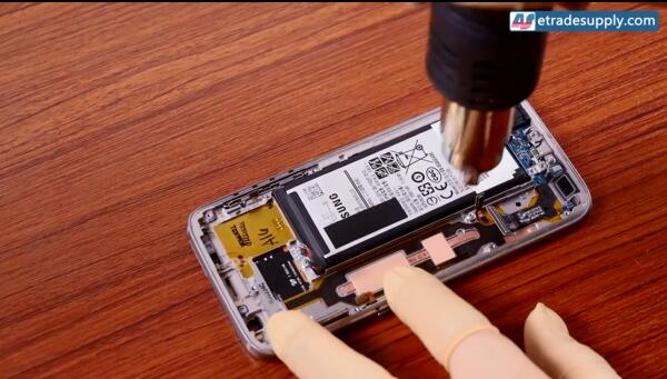 14 heat up the battery adhesive.jpg