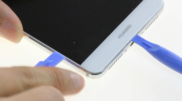 4.heat-up-screen-and-pry-up-edges