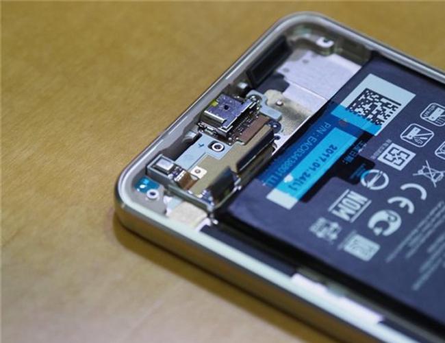 11.lg-g6-charging port