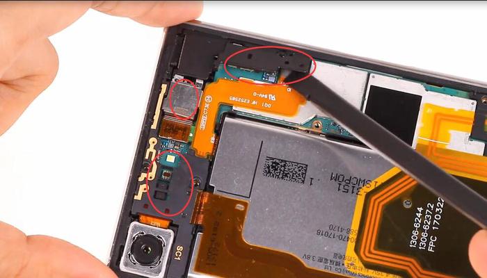 Sony Xperia XZ Premium TeardownDisassembly006