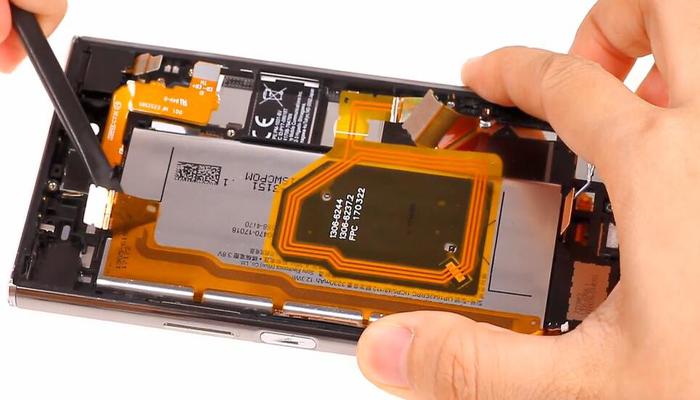 Sony Xperia XZ Premium TeardownDisassembly013