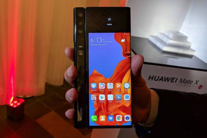 Huawei Mate X image with 3 cameras