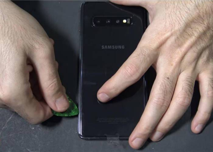 separate the Samsung s10 back plate and display screen