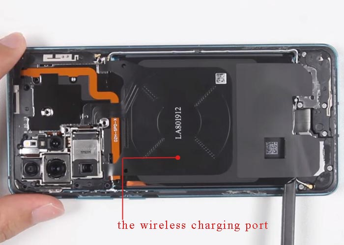 pray out Huawei P30 wireless charging port