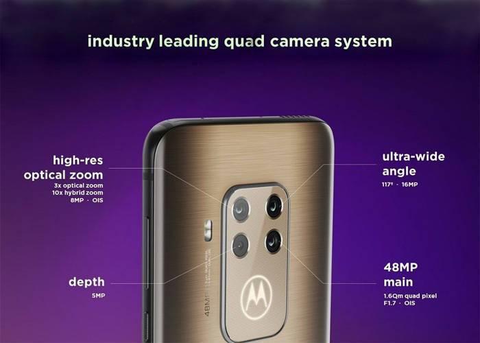 Motorola Moto One Zoom cameras