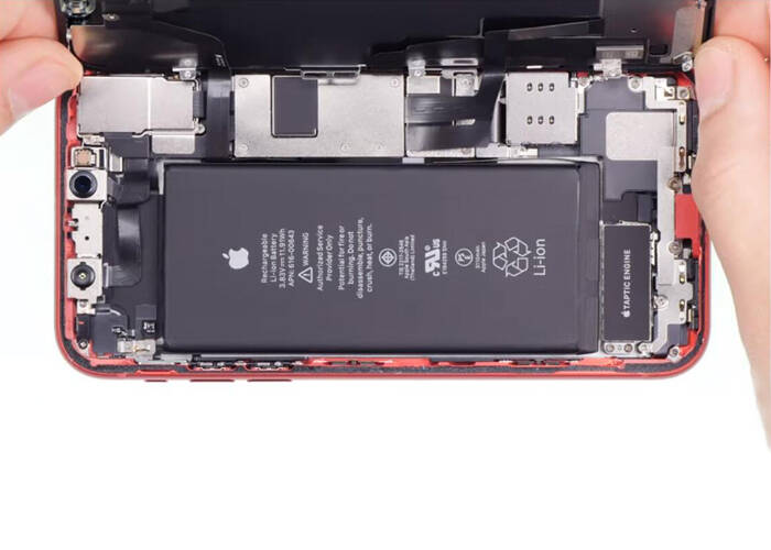 pry up the iPhone 11 display screen