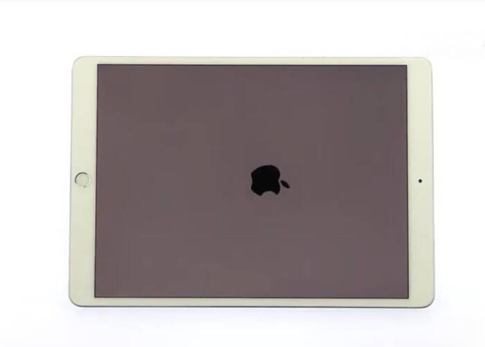 turn on the iPad and test the new screen