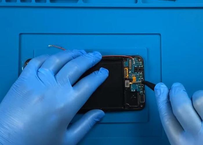 install the SUB board and the fingerprint sensor onto the new screen