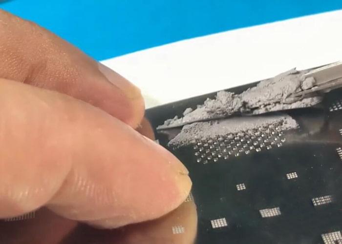 Reballing el flash NAND en la plantilla GBA