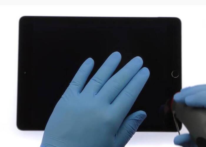 use hot air gun to blow on the iPad display