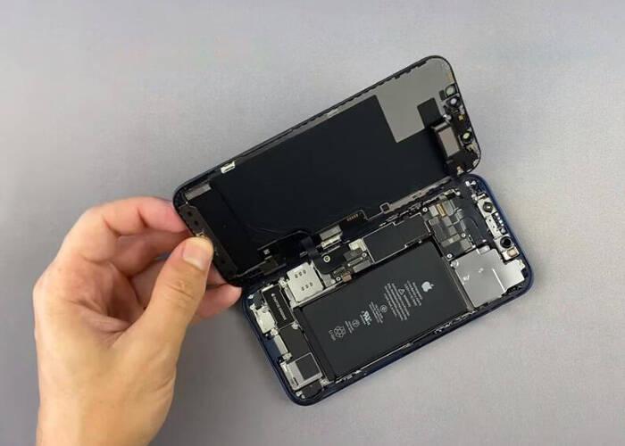 Separate the iPhone 12 display screen