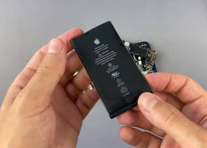 Take off the iPhone 12 battery